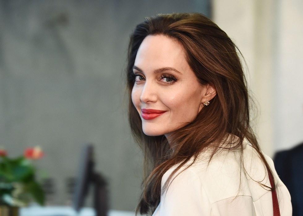 """Angelina Jolie nackt in der """"Harper's Bazaar"""""""