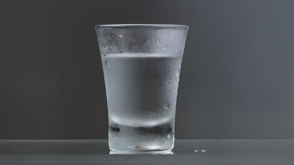 Trink diesen Schnaps und du wachst NIE mit einem Kater auf