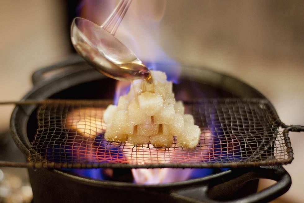 Feuerzangenbowle-Rezept: Das muss Mann unbedingt beachten