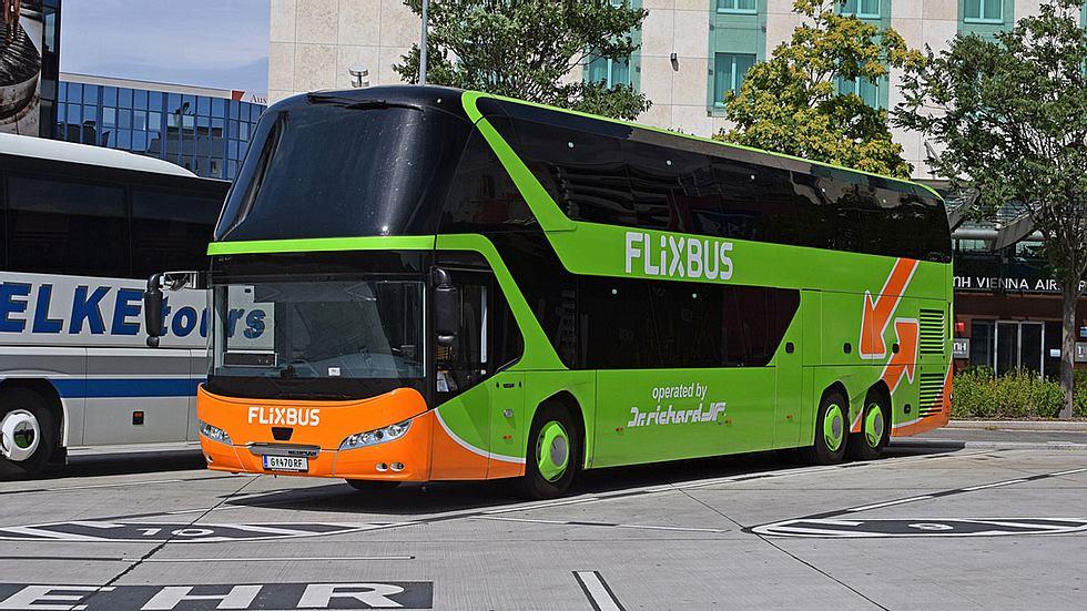 Mann masturbiert neben Frau im Flixbus: Reaktion des Busfahrers ist unfassbar