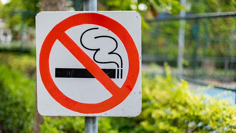 EU-Land verbietet das Rauchen in der Öffentlichkeit