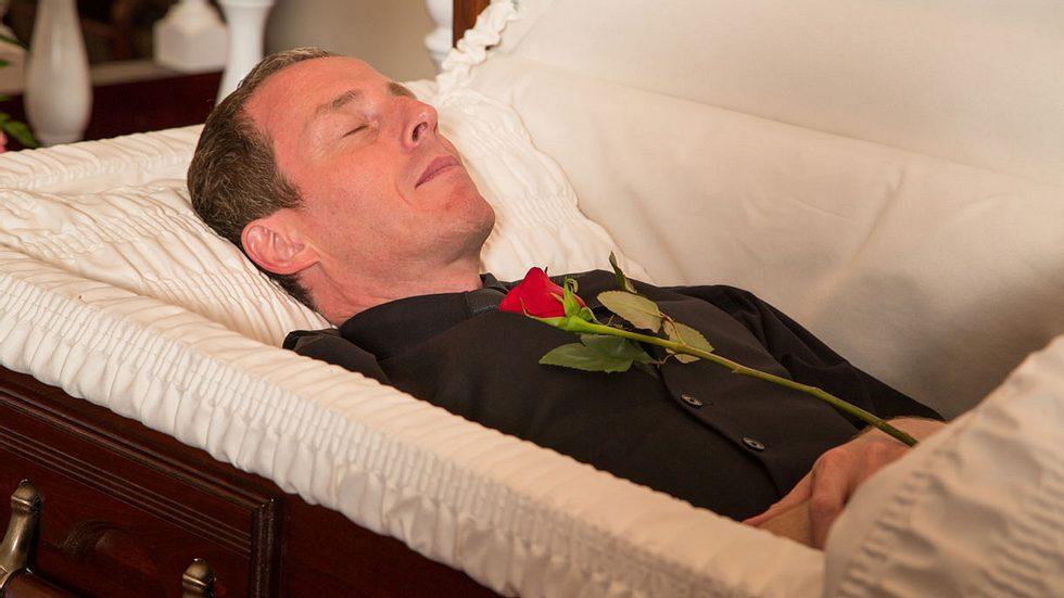 Wachsen Nägel und Haare nach dem Tod weiter?