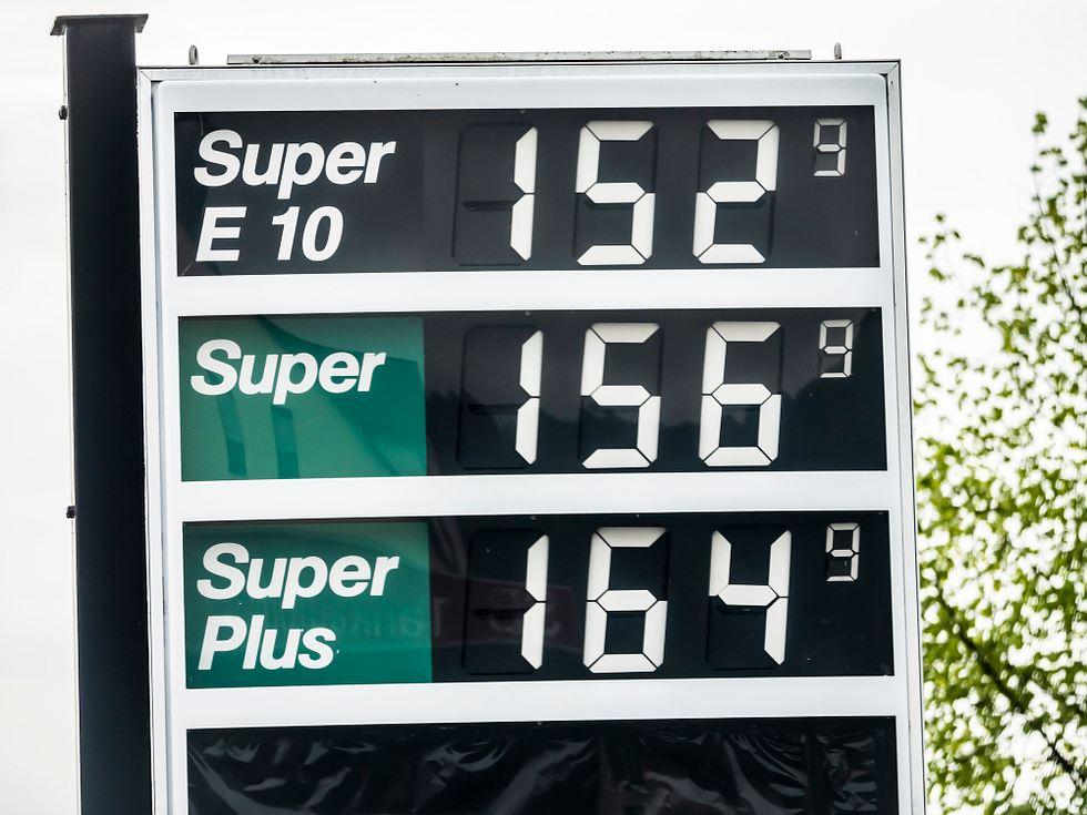 Regierung fordert: Spritpreise müssen um 70 Cent pro Liter erhöht werden