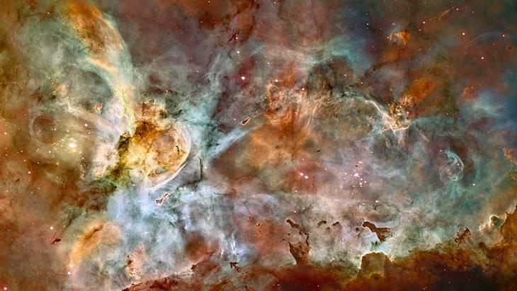 Diese beeindruckende Bild wurde zum 17. Geburtstag von Hubble veröffentlicht. Es zeigt die Geburts- und Todesstätte von Sternen im Carina-Nebel