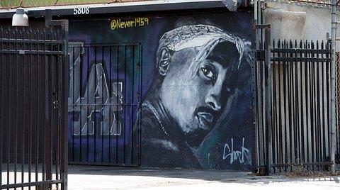 Wandmalerei mit 2Pac als Motiv - Foto: Getty Images / VALERIE MACON / Staff