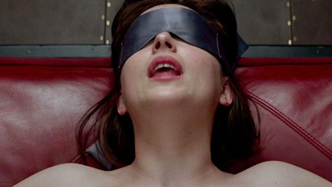 Dakota wird blind gefesselt