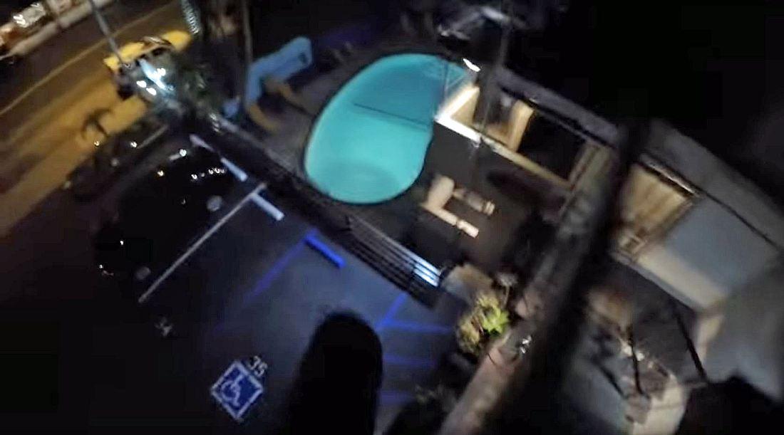 Bei diesem Sprung von einem Hoteldach brach sch YouTuber 8Booth beide Beine