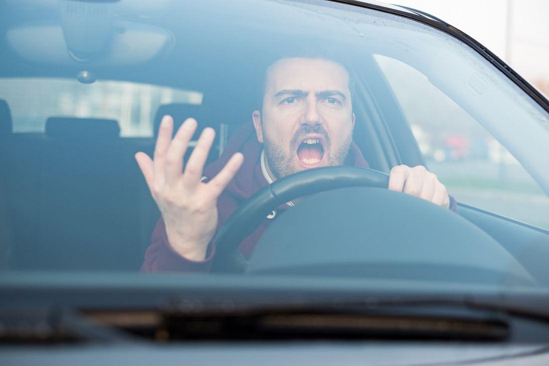 Aggressiver Autofahrer