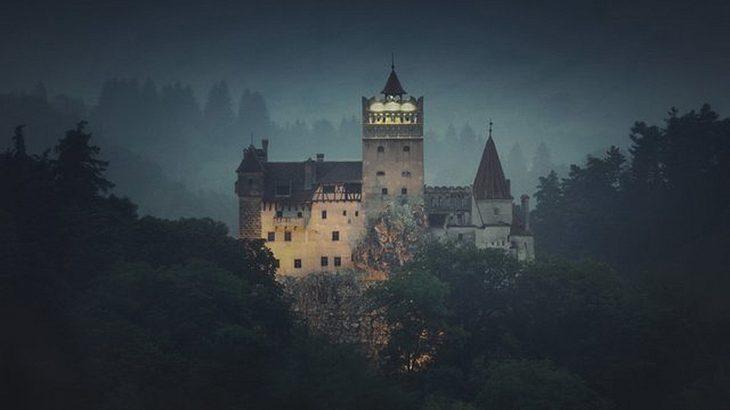 Du kannst mit Airbnb eine Übernachtung im Schloss von Graf Dracula gewinnen