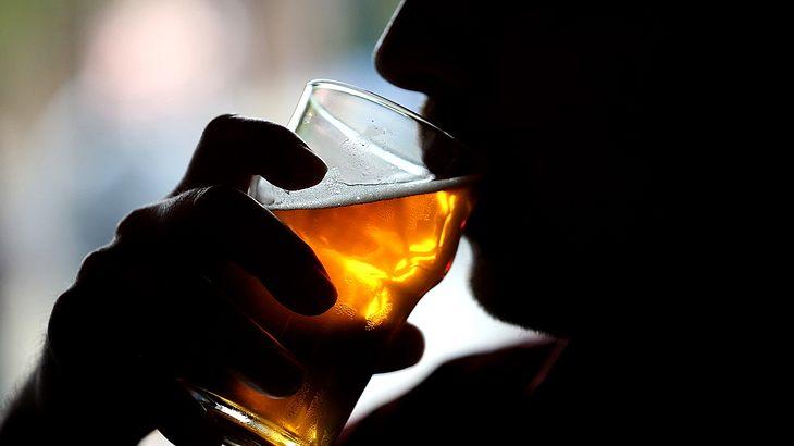 Alkoholkonsum: In sozial höheren Schichten wird mehr getrunken