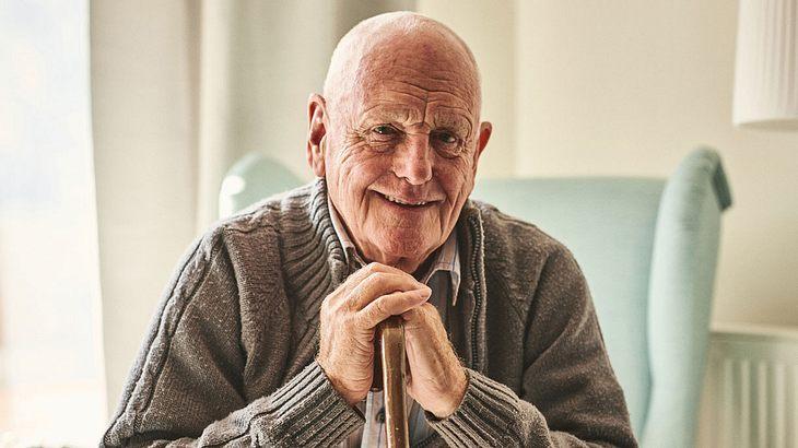 Fetter alter Mann bumst deutsche blonde Schlampe ohne gummi
