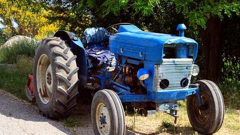 Alter Traktor - Foto: iStock / ultrapro