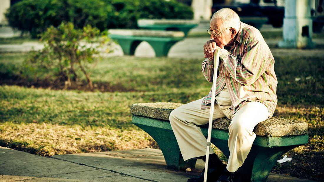 Experte rät: So lange muss der Deutsche arbeiten, um der Altersarmut zu entgehen
