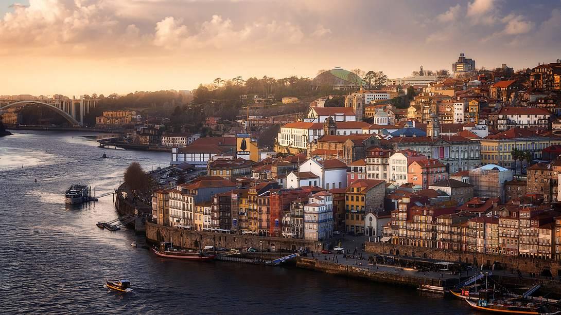 Die Altstadt in Porto, Portugal - Foto: iStock / Nato Manzolli