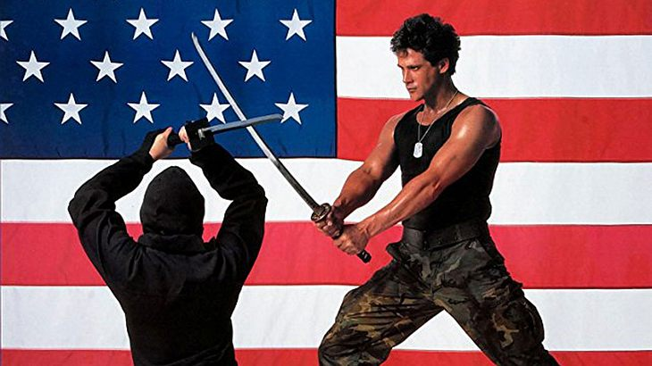 "Michael Dudikoff als ""American Fighter"""