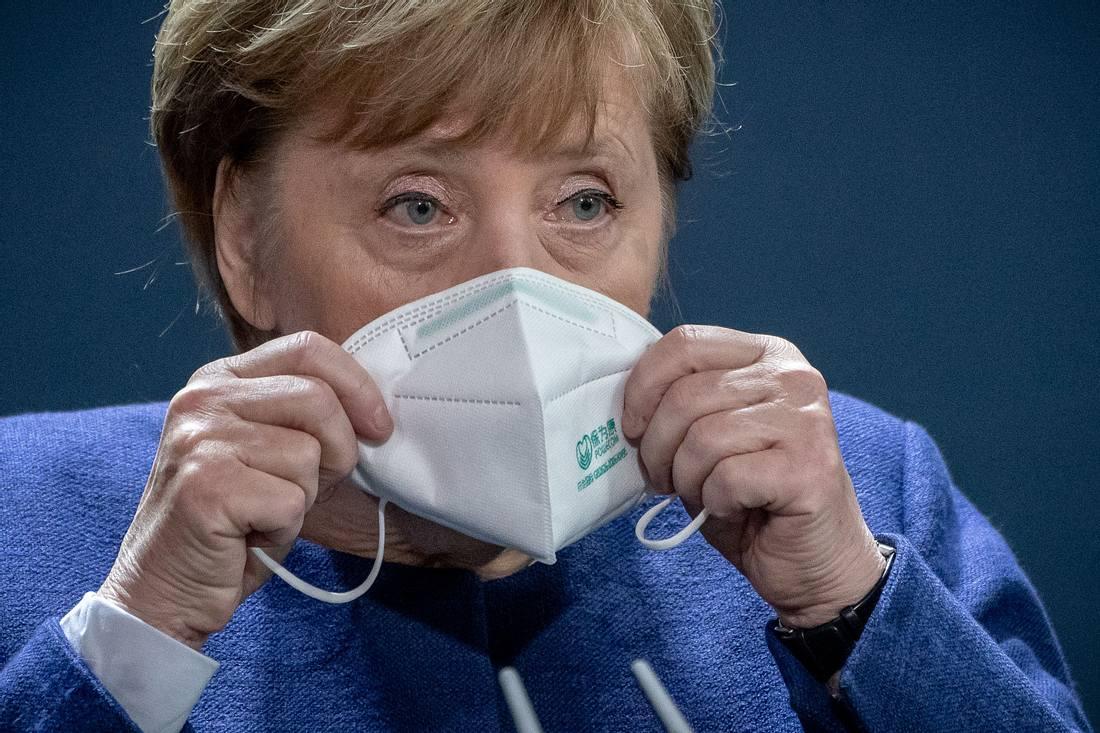 Angela Merkel mit Mundschutzmaske