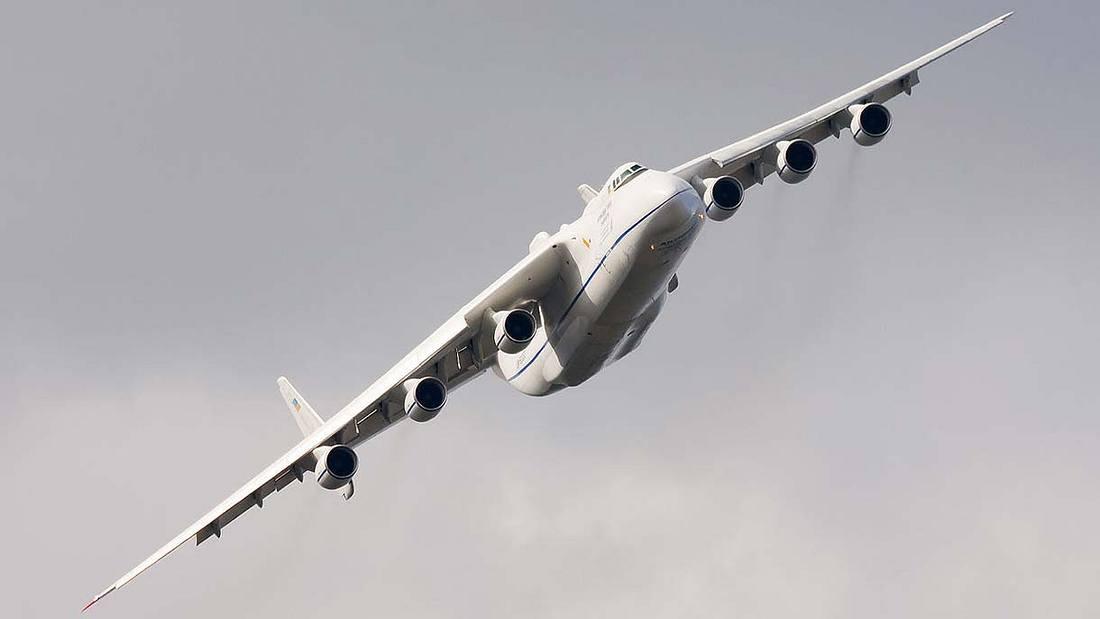 Die Antonow An-225 mit alter Lackierung
