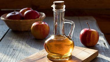 Das passiert, wenn du täglich einen Schluck Apfel-Essig trinkst