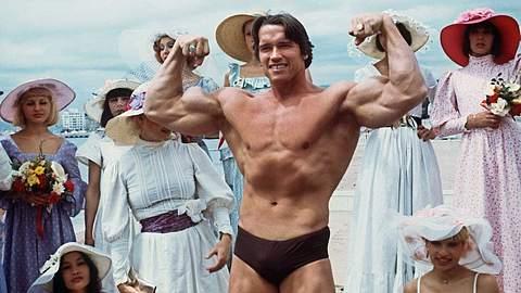 Arnold Schwarzenegger in Cannes, Frankreich (1977) - Foto: Getty Images / AFP