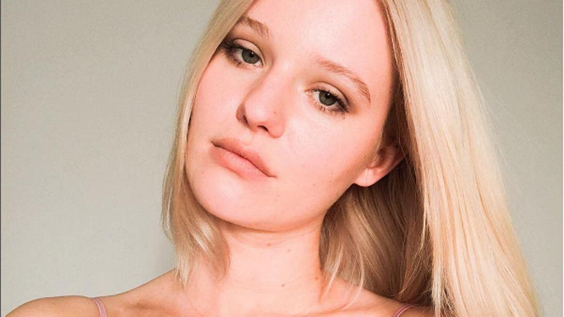 Wegen unrasierten Beinen: Model bekommt Vergewaltigungsdrohungen