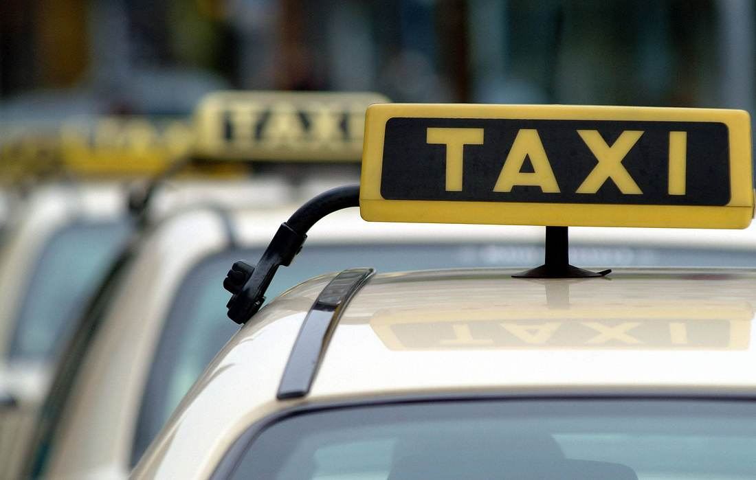 Ärzte und Hilfspersonal fahren kostenlos Taxi