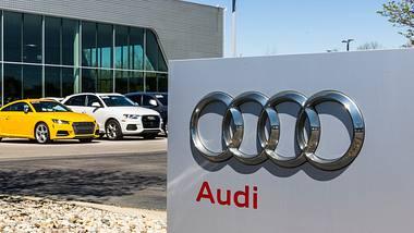 Audi-Logo vor Filiale - Foto: iStock / jetcityimage