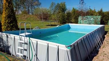 Aufstellpool - Foto: iStock/aquatarkus