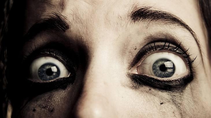 Horror: Frau fischt 14 Würmer aus ihrem Auge