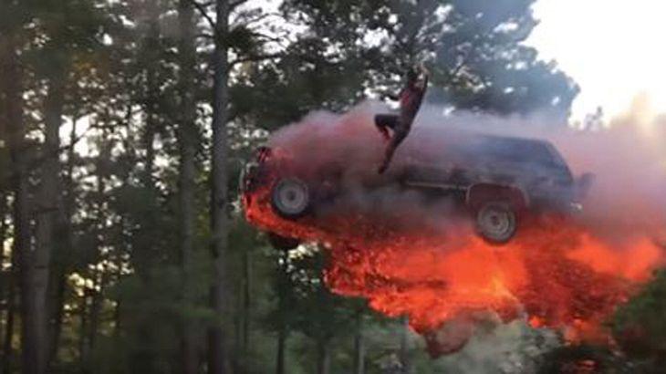 Epischer SUV-Stunt