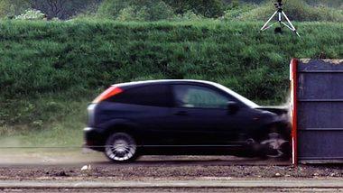 Crashtest mit 200 km/h: Was vom Auto übrig bleibt
