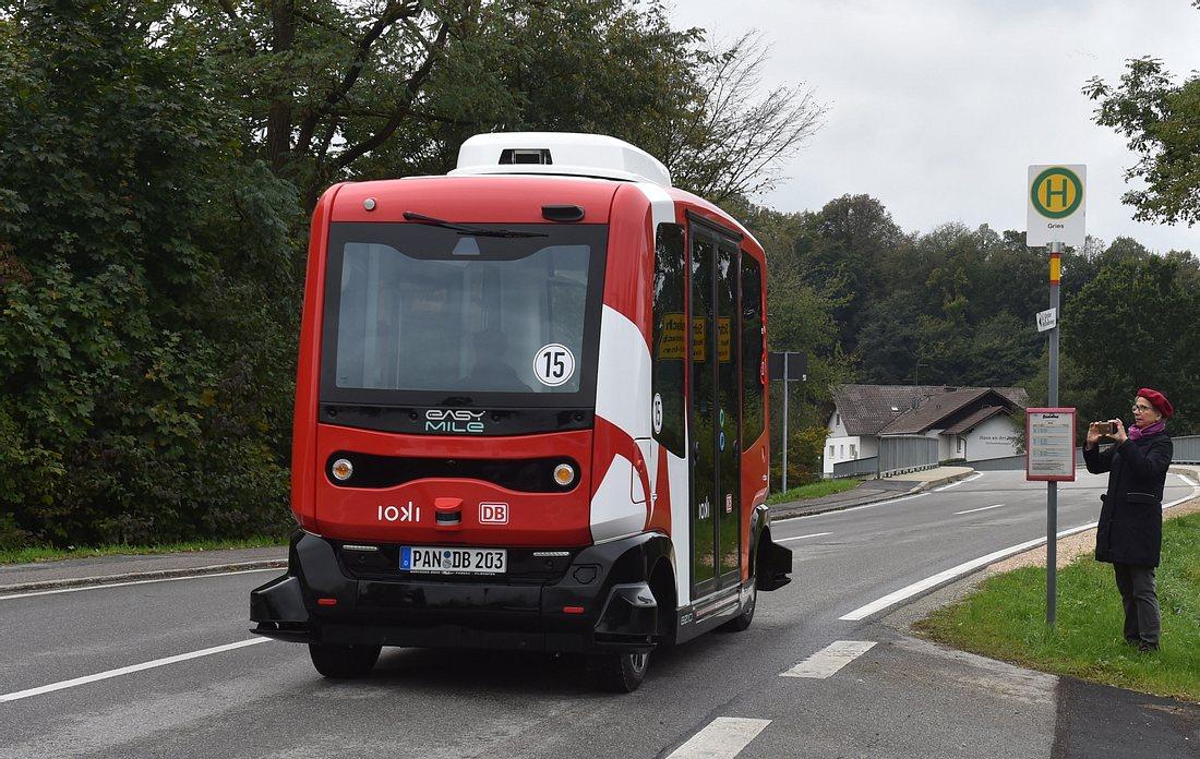 Autonom fahrender Minibus der Deutschen Bahn