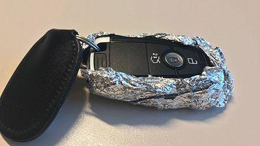 Autoschlüssel in Alufolie - Foto: Männersache