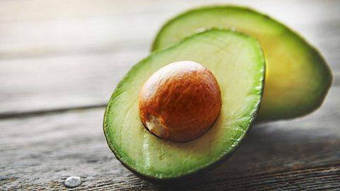 So erkennt man den Reifegrad einer Avocado