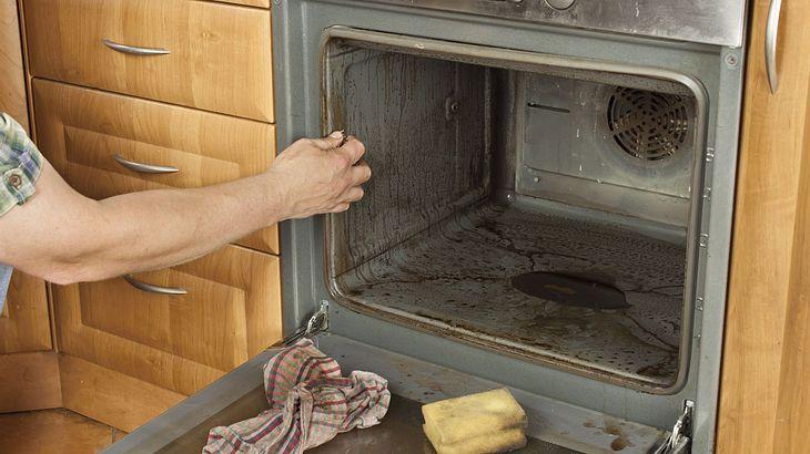 Backofen Reinigen: Hausmittel, Die Den Ofen Wieder Zum Glänzen
