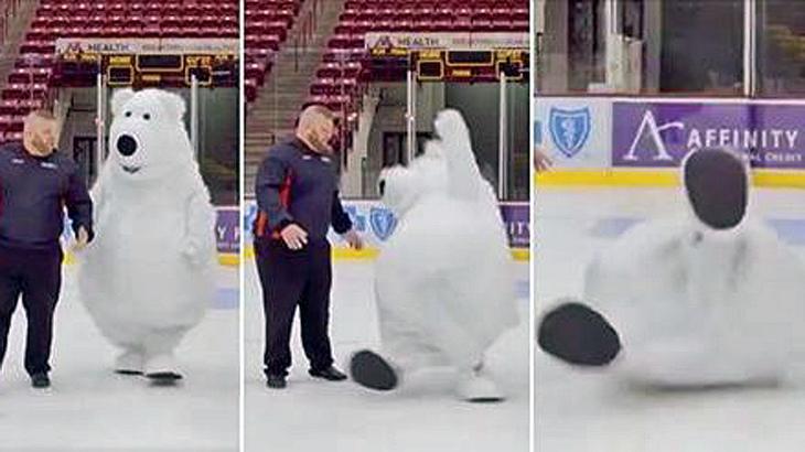 Ein Maskottchen rutscht immer wieder auf spiegelglattem Eis aus
