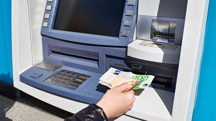 Geld abheben am Bankautomaten