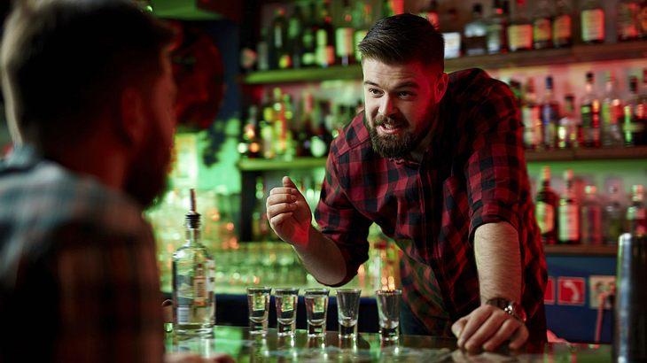 Barkeeperin Macht Bei Dreier Mit