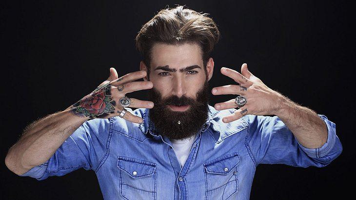 Bartschmuck: Tattoos, Bärte, Männlichkeit