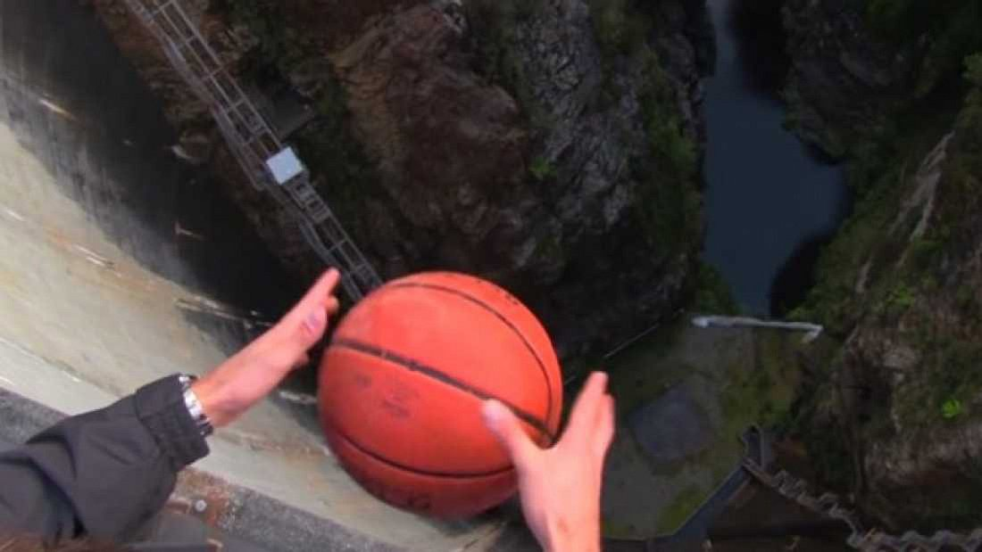126 Meter! Dieser Basketballwurf beweist etwas Verblüffendes