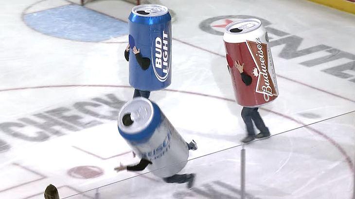 Beer Can Race: Wettrennen in Eishockey-Hallen in Bierdosen-Kostümen