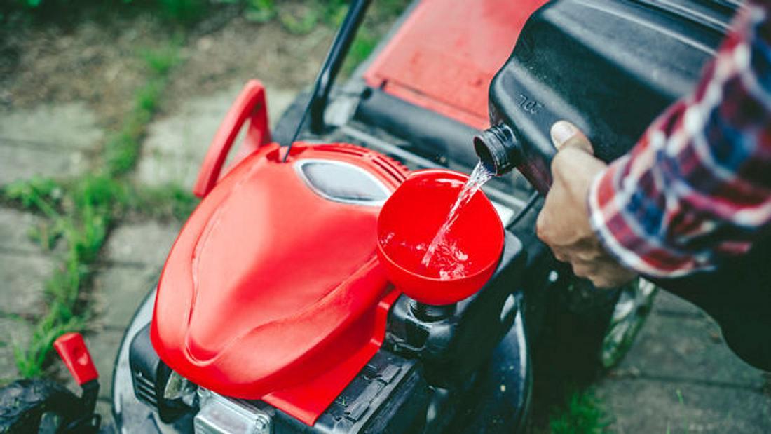 Benzin Rasenmaeher mit Antrieb