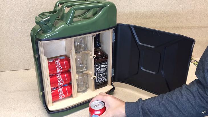 Portable Minibar aus Benzinkanister