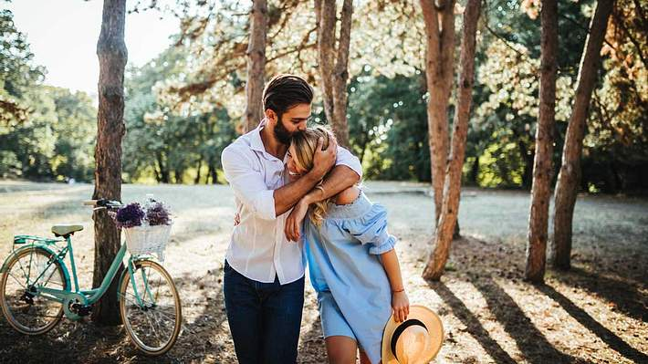 Liebevolle Beziehung - Foto: iStock / bernardbodo