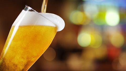 Bier aus dem Zapfhahn - Foto: iStock / photologica