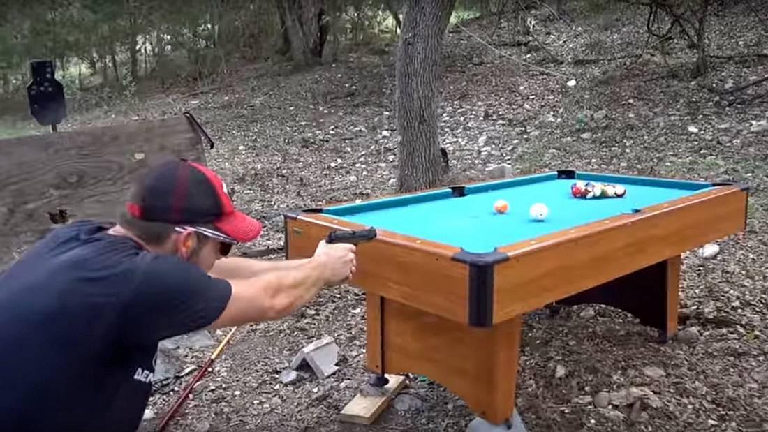 Bulliard ist Billard mit halbautomatischen Waffen - Die YouTuber der Demolition Ranch haben das Spiel erfunden