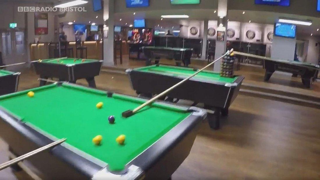 Der krasseste Billiard-Trick in einer Sportsbar in Bristol