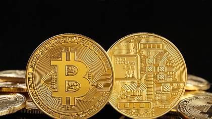 Goldene Bitcoins, virtuelles Geld - Foto: iStock / studiocasper