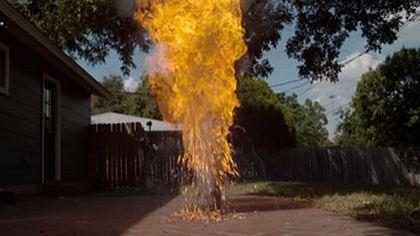 Video: Wenn eine Bombe aus 6.000 Streichhölzern explodiert - Foto: Screenshot YouTube/The Slow Mo Guys