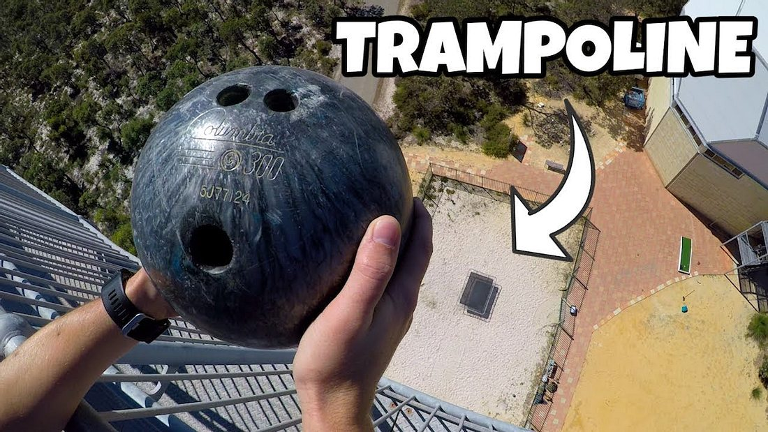 Aus 45 Metern Höhe: Bowlingkugel trifft auf Trampolin