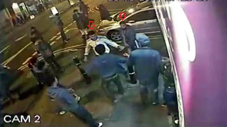 Street Fight in Großbritannien: 6 Halbstarke vs. 2 Boxer